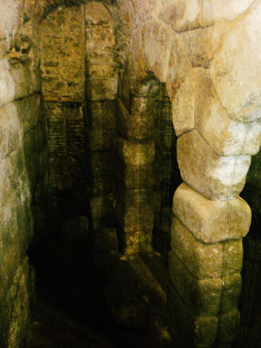 Cueva de Hércules (Toledo) by Israel J. Espino